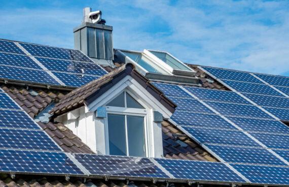 Budujemy ekologiczny dom: jak zaplanować budowę domu z uwzględnieniem instalacji fotowoltaicznej?